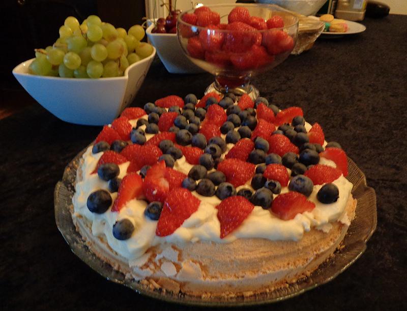 Cake pavlova
